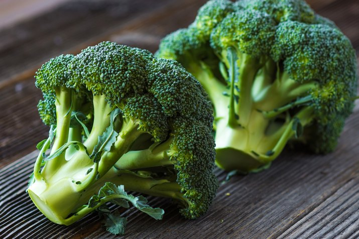 Close view of broccoli as an example of foods that cause bloating