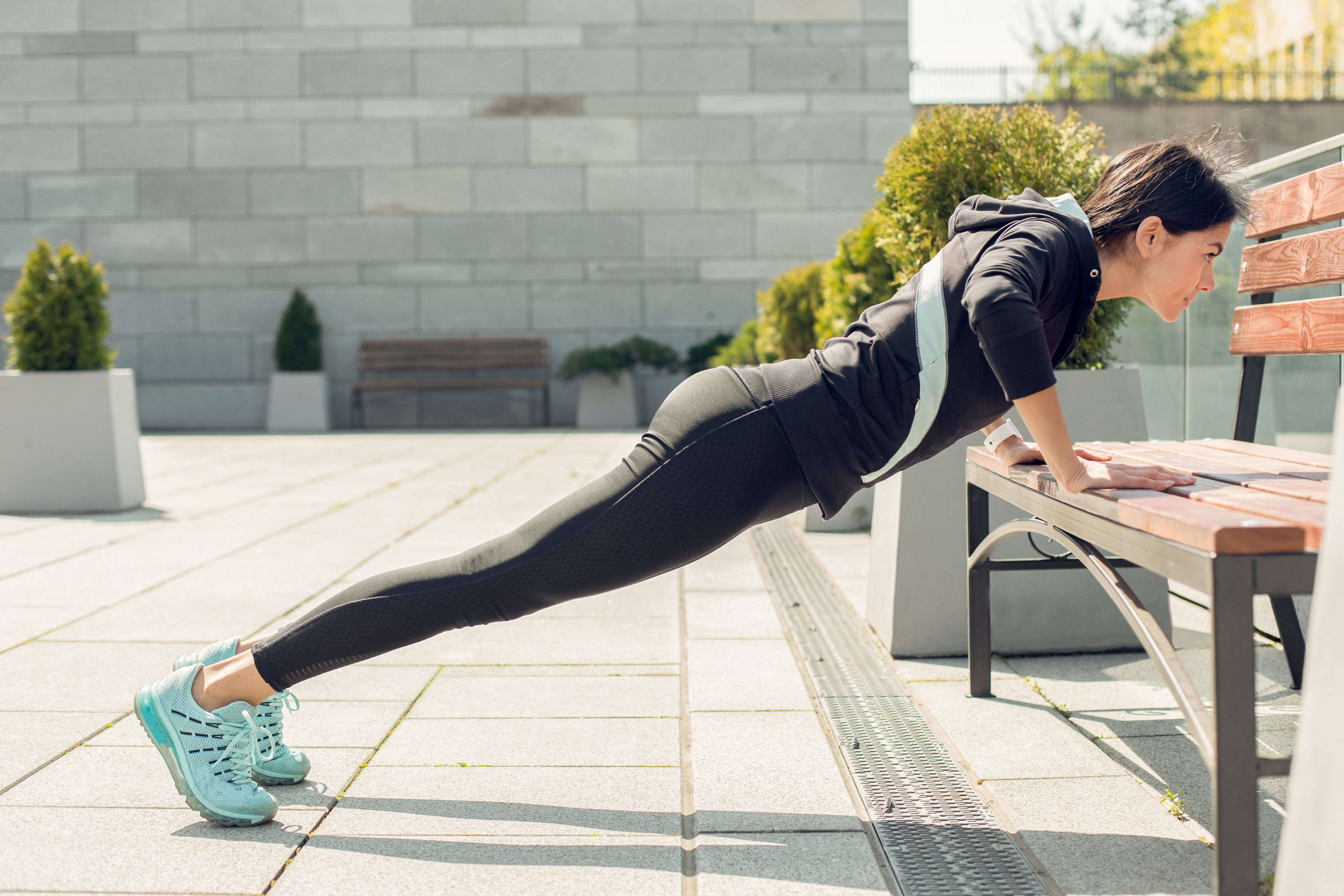 How Many Push-Ups Should a Female Do to Get Toned Arms?