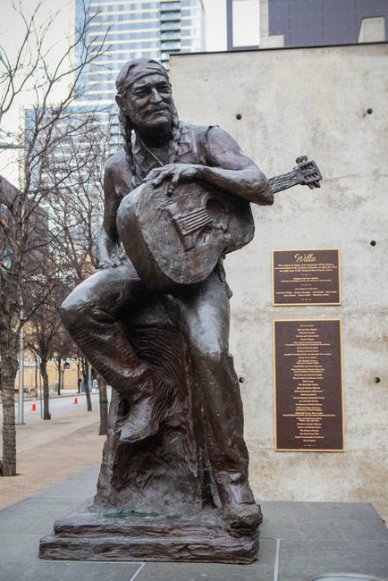 Willie Nelson statue in Austin, Texas